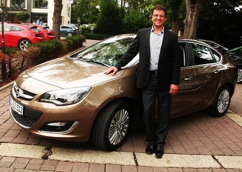 yeni Astra Sedan_yeni Opel Astra Sedan_ Opel Astra _  Yeni Opel Astra Sedan 2012_Yeni Opel Astra Test_Opel Astra Test_otomobiltutkunu_OZCAN KEKLIK