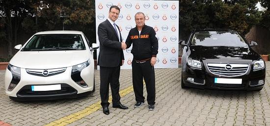 Galatasaray Spor Klubü Teknik Direktörü Fatih Terim_Opel Türkiye Genel Müdürü Özcan Keklik_Opel Ampera_Opel Insignia BiTurbo_otomobiltutkunu_Fatih Terim_2013