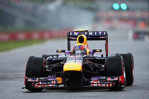 Mark Webber - Action_Mark_Webber_Kanada_Infiniti-Red-Bull-Racing_otomobiltutkunu_Renault_Renault-Türkiye