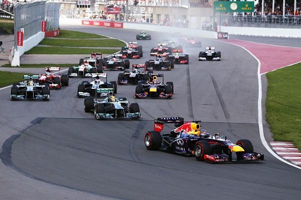 Sebastian_Vettel_Kanada-Race_Infiniti-Red-Bull-Racing_otomobiltutkunu_Renault-F1_Renault-Türkiye_Sebastian Vettel - Action