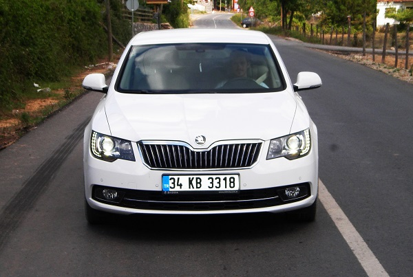 Skoda-Superb-Test_Yeni-Superb-Test_Superb-Lansman_Skoda-Superb-Lansman_otomobiltutkunu_2013-Superb_ŠKODA-SUPERB-TEST_Ambition_DSG-Greentech_Yüce-Auto-Skoda