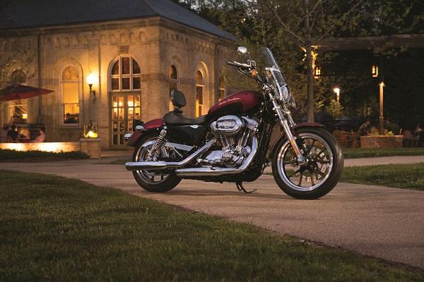 Midcoast Studios Sposter-Superlow_Harley-Davidson_otomobiltutkunu