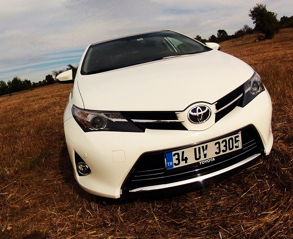 toyota auris 1 6 premium multidrive s test. Black Bedroom Furniture Sets. Home Design Ideas