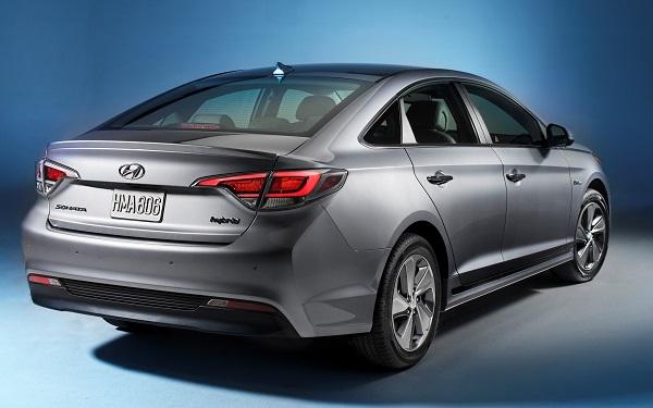 2016 Hyundai Sonata Plug-in Hybrid Electric Vehicle (PHEV), Rear 3/4 Exterior Otomobiltutkunu