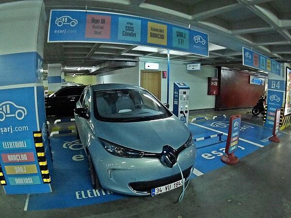 Renault-Zoe_esarj_elektrikliotomobil