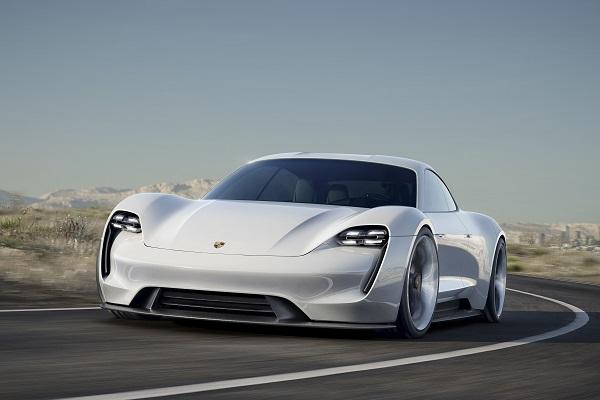 Porsche_Mission_E_Otomobiltutkunu