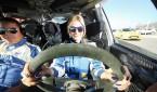 """2016 Türkiye Ralli Şampiyonası, 16 Nisan'da Saygılı Rulman Ege Rallisi'yle İzmir'de başlıyor. 4 yıl üst üste Türkiye Ralli Şampiyonası Kadın Pilotlar Birincisi olan Simin Bıçakcıoğlu ve yeni co-pilotu Serkan Okan; yeni sezona Saygılı Rulman Ege Rallisi ile hızlı bir giriş yapmak istiyor. Simin Bıçakcıoğlu'nun hedefi 5 yıl üst üste Kadın Pilotlar Birincisi olmak.   Otomobil sporları tutkunlarının vazgeçilmezi Türkiye Ralli Şampiyonası'nın ilk ayağı olan Saygılı Rulman Ege Rallisi, bu yıl 16-17 Nisan tarihlerinde İzmir Park Yarış Pisti'nde yapılacak ilk ayak yarışları ile start alıyor. İzmir'den start alan şampiyona; Marmaris, Kocaeli, Bursa, Eskişehir, İstanbul'dan sonra 20-23 Ekim tarihleri arasında Intercity Istanbul Park Pisti'nde düzenlenecek olan 'Otomobil Sporları Festivali' ile son bulacak. Ralli sevenlerin yoğun katılımının beklendiği Saygılı Rulman Ege Rallisi, 16 Nisan Cumartesi günü saat 13:30'da Forum Bornova önünden verilecek olan start ile başlayacak. Ralli'nin ilk gününde, 60 kadar ekip 2 gün boyunca Seferihisar bölgesindeki özel etaplar ile İzmir Park Yarış Pisti'ndeki seyirci özel etabında kozlarını paylaşacaklar.  Rallinin ikinci gününde ise mücadele saat 16:30'dan itibaren, Balçova İnciraltı'nda finiş pistinde devam edecek. 494 kilometre toplam uzunluğu bulunan ve 7 özel etaptan oluşan rallideki, Efemçukuru ve Beyler özel etapları, geçmiş yıllarda aramızdan ayrılan Selim Teoman ve Mazhar Demiralp adları ile geçilecek.  2016 Türkiye Ralli Şampiyonası'nda Neo Motorspor adına,  Mitsubishi  EVO IX ile CPM Yazılım ve Palamut Group ana sponsorluğunda Klass Magazin, A&S Transport'un katkılarıyla yarışacak olan Simin Bıçakcıoğlu; """"Geçtiğimiz yıl kazandığım birincilikle güzel bir seri yakaladım. Türkiye Ralli Şampiyonası Kadın Pilotlar kategorisine son 4 yıl üst üste ambargo koyduğumuz söylense de, her şampiyona ve yarışın ayrı bir önemi, ayrı bir heyecanı var, daha büyük hedefler için daha çok çalışacağız. 2016 Türkiye Ralli Şampiyonası'na da bu motivasyon"""