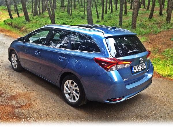 Toyota Auris Touring Sports Premium Multidrive S Test