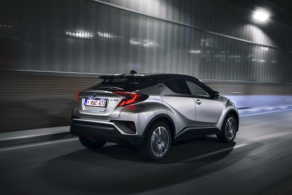 Toyota_CHR_Hybrid_Dynamic Diamond