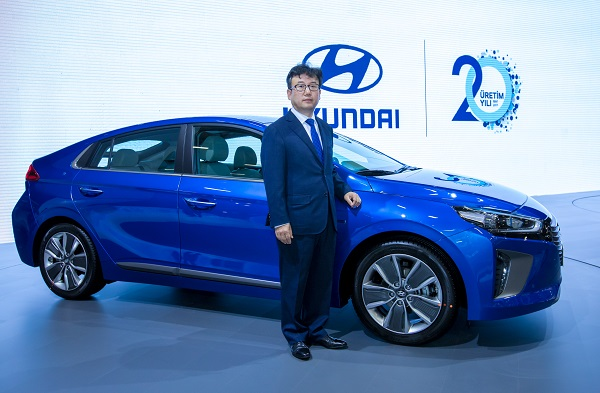 Mong Hyun Yoon_Hyundai IONIQ Hybrid_istanbul autoshow 2017